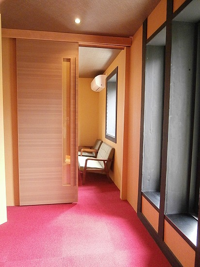 玄関横の個室