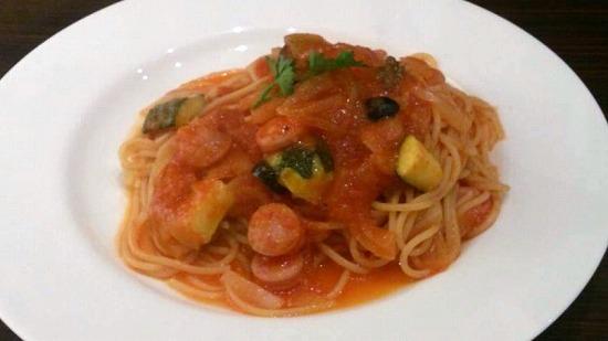 ソーセージとズッキーニのトマトスパゲティ