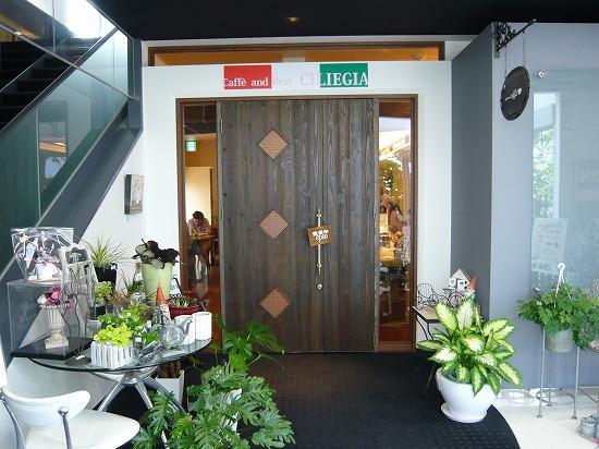 こちらが『Caffe & Rest CILIEGIA』の玄関になります。