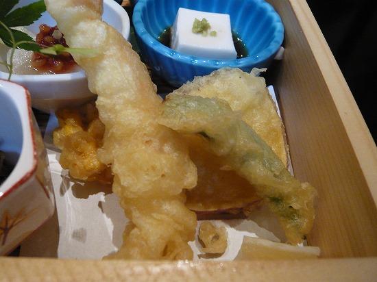 天ぷらはお塩で頂きます。