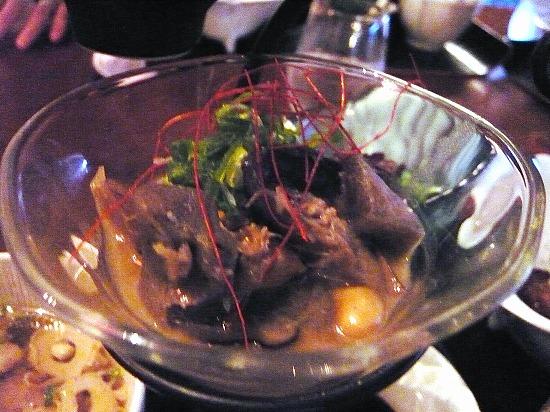 ゴボウ、椎茸、豆など沢山の野菜の炊き合わせです。