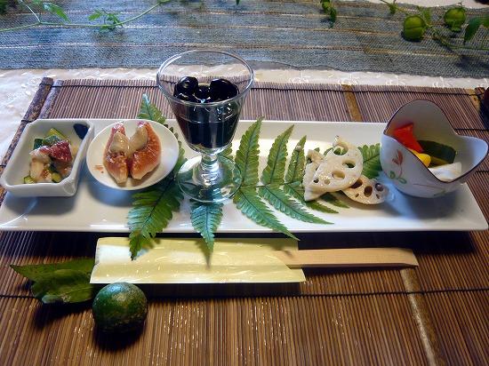 ランチはすべて1500円で、メインディッシュはお肉か魚が選べます。