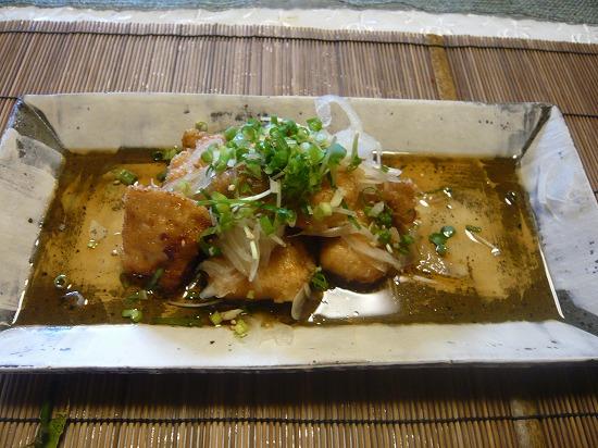 お肉のメインディッシュは油淋鶏(ユーリンチー)です。