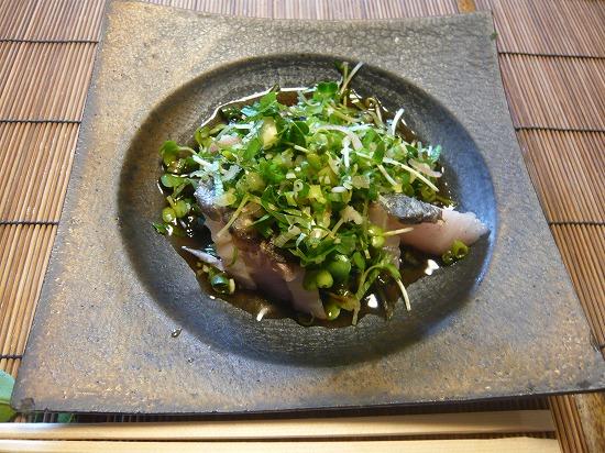こちらはお魚のメインディッシュの鰆のカルパッチョ