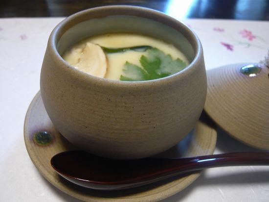 茶碗蒸しには、なんと松茸が入っていました。 今年初の松茸を味わって頂きました。