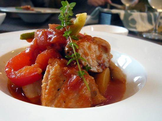 「本日のお肉」のメインは、鶏肉のトマトソース煮でした。