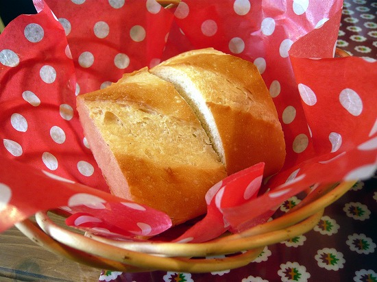 自家製パンはおかわり自由です。