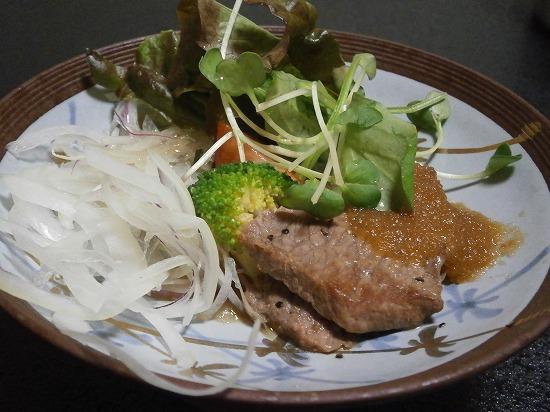 メインの牛肉ステーキです。 和食に牛肉ステーキ?