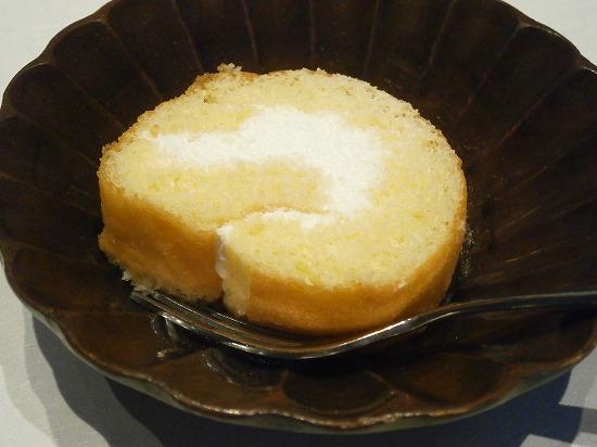 デザートはロールケーキでした。