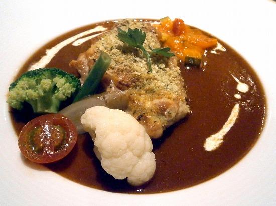 鹿児島県産・鶏モモ肉の香草パン粉焼き・デミグラスソース夏野菜ラタトウユ添え