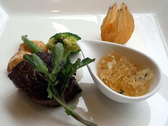 黒毛和牛ロース肉のソテー軽いスモーク仕立て