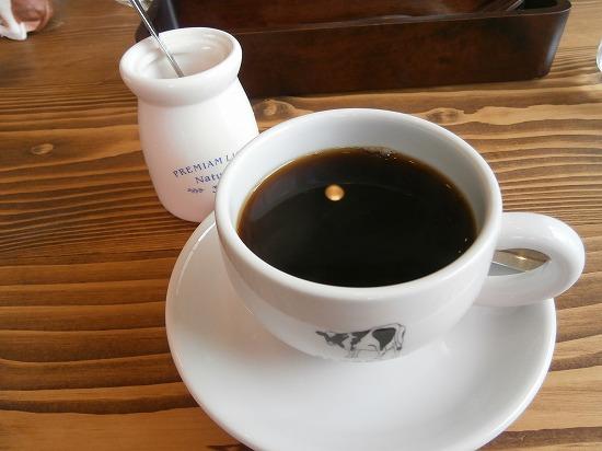 ホットコーヒーです。 砂糖入れがかわゆし♪