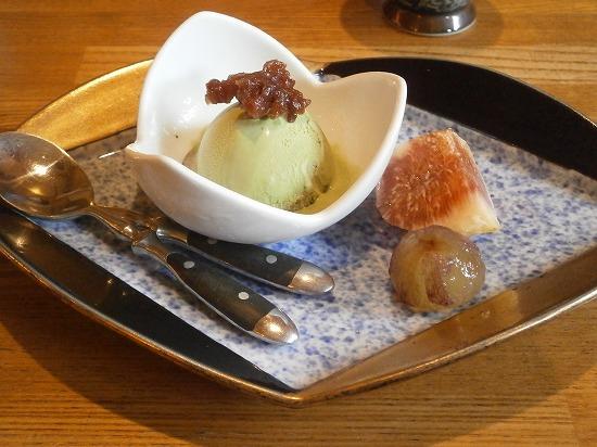 デザートは、抹茶のアイスとイチジク、ぶどうでした。