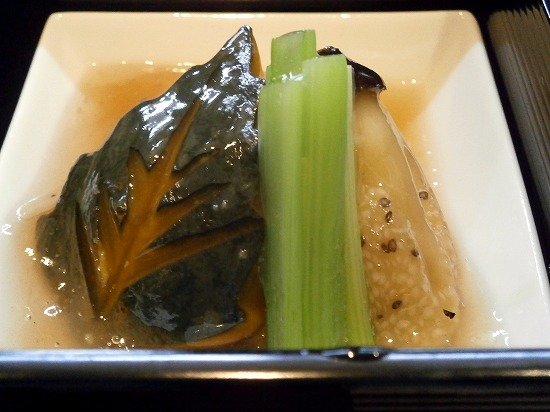 野菜の炊き合わせは、とろみのあん仕立てになっています。 カボチャの飾り切りがキレイ!