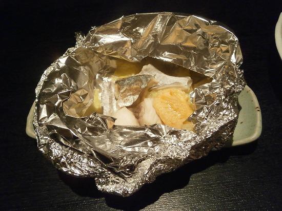 こちらは友人の注文の「おすすめステーキランチ」1880円です。 和風ステーキと海の幸のホイル包み(デザート選べます)  写真は海の幸のホイル包みです。