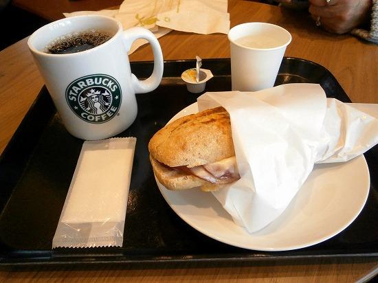 コーヒーにサンドイッチ