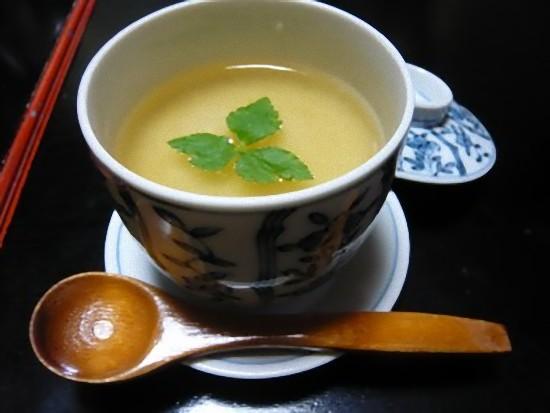 茶碗蒸しは山芋のあんかけで、熱々でいつまでも冷めない美味しい茶碗蒸しでした。