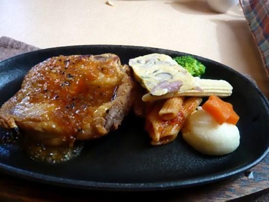 「カルネランチ」990円の、若鶏のソテーオリエンタルソースです。