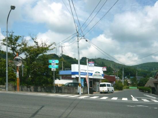 県道48号の方へ右折