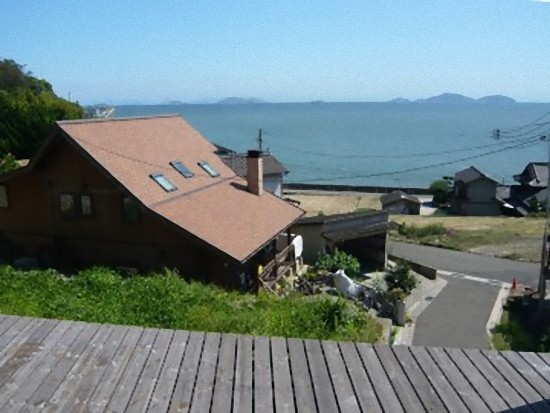 ここは牛窓?エーゲ海? 向こうに見えるのは山じゃありませんよ。海ですよ~!
