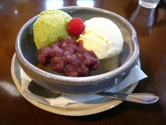 こちらは「クリームあんみつ」600円です。 こちらもまったりとした美味しいお味で、満足満足(^o^)丿
