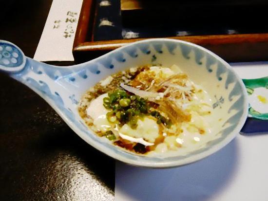 お豆腐が出来上がりました。 できたてのお豆腐は、口当たりもなめらかでとっても美味しかったです。