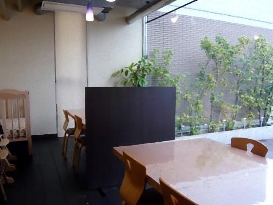個室はテーブルが2卓ありました。