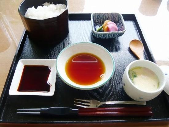 こちらは、「集いランチ」1050円の、茶碗蒸し、ご飯、香の物です。