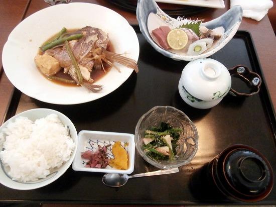 こちらは「鯛のあら炊き定食」1350円(税抜)