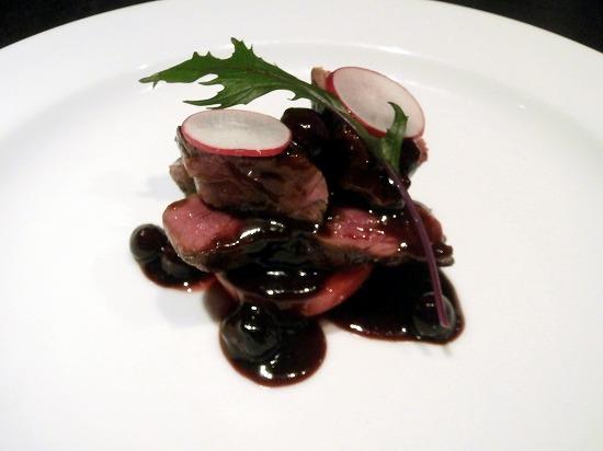 国産牛ロース肉のステーキ