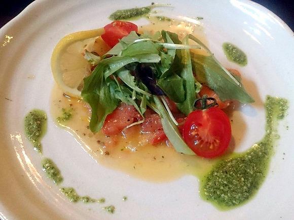 鮭のポワレ ジェノベーゼとラビゴットのソース