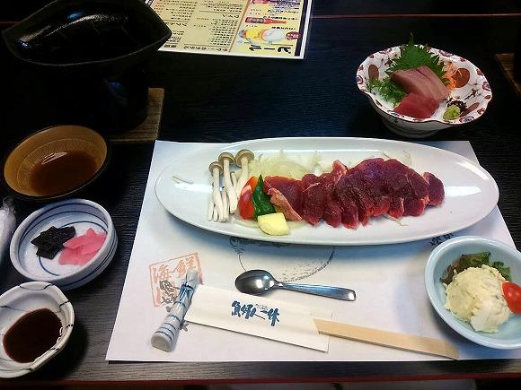 天ぷらと刺身のついたステーキセット