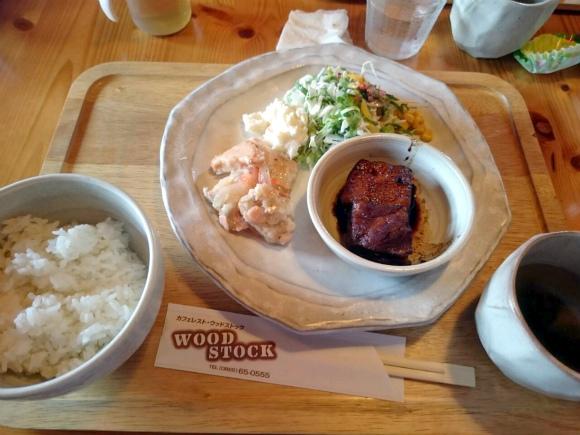 おすすめランチの角煮+100円とエスカベッシュ