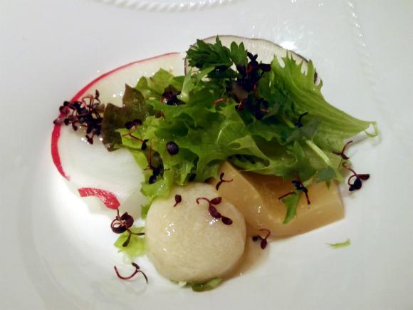 三皿 蒸し鶏と中華クラゲのサラダ