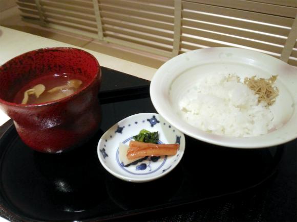 五皿 炊きたてごはん、香の物、味噌汁