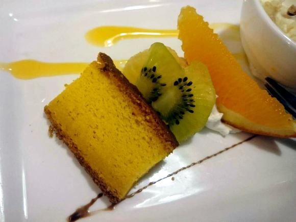 シフォンケーキとフルーツ