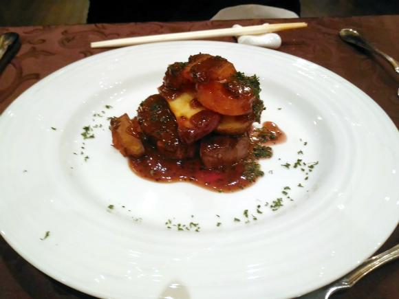牛フィレ肉のグリエ ソース ヴァンルージュ