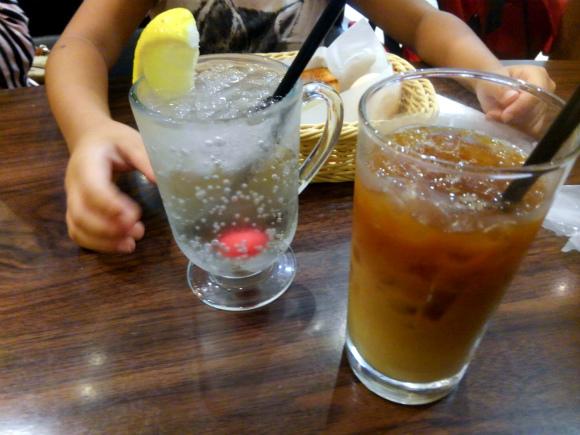 アイスカフェオレとレモンスカッシュ