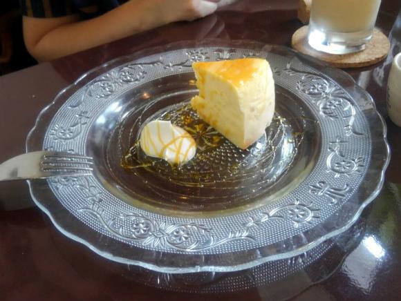 チーズケーキ200円