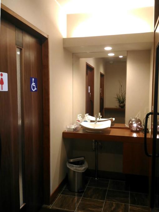 トイレの前室
