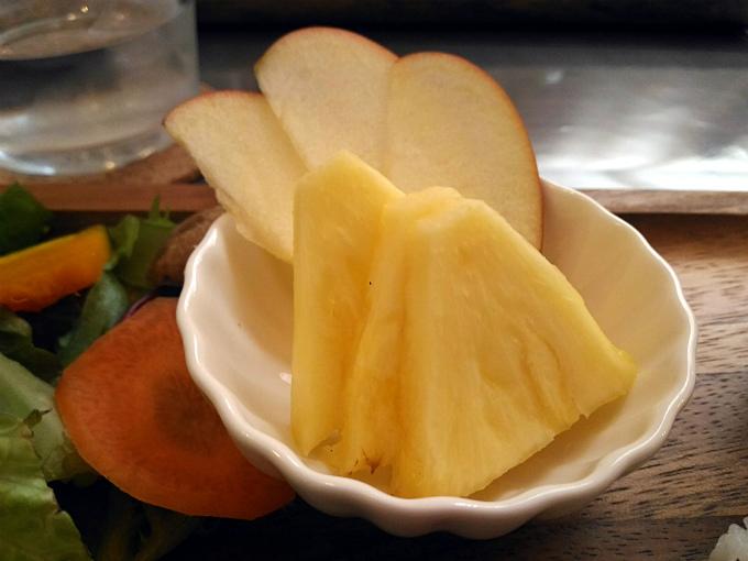 パイナップルとりんご