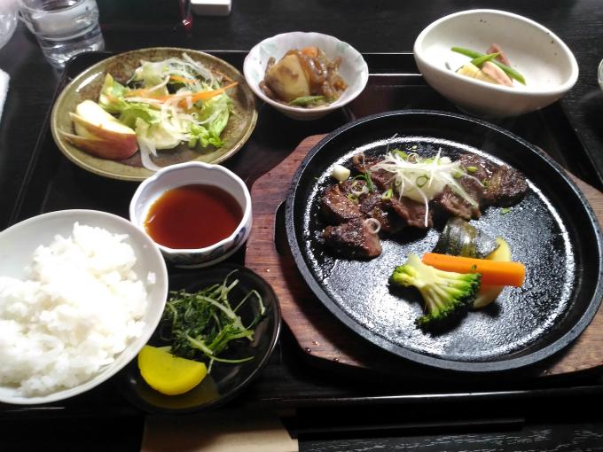 本日の注文は「ステーキ御膳」1500円(税込)です。