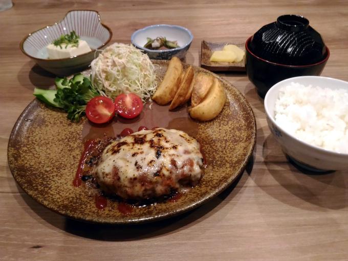チーズハンバーグ定食