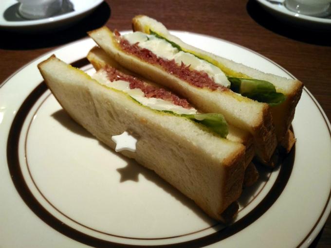 メンバー注文のトーストサンド「自家製コンビーフとポテト」580円(税込)です。
