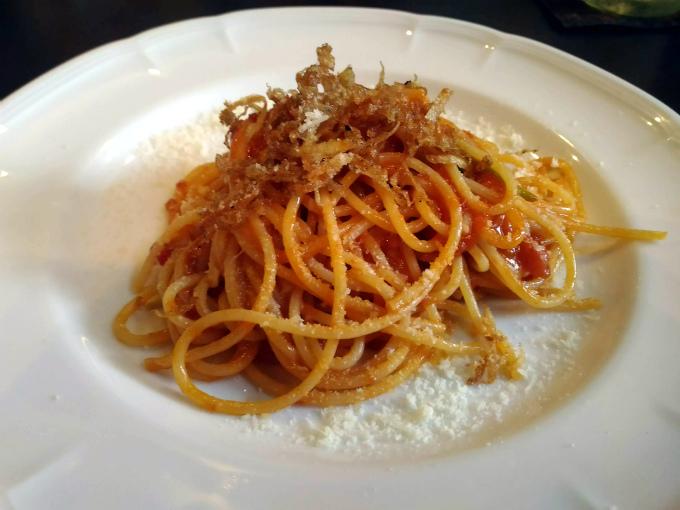 ナポリのミニトマトのピリ辛スパゲッティとたっぷりチーズ