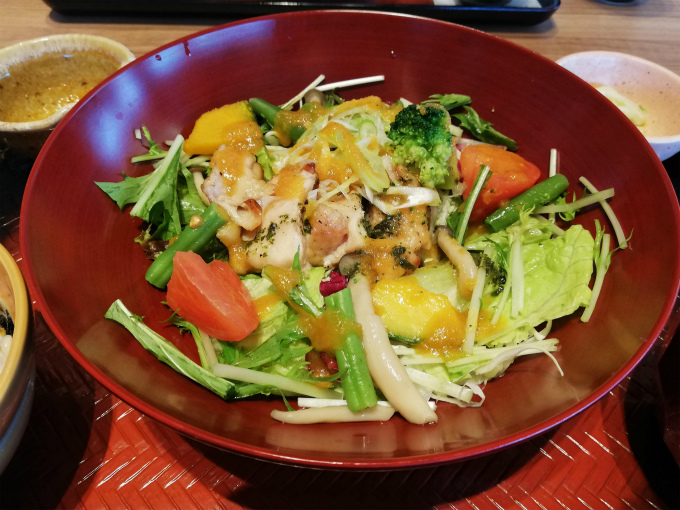 彩り野菜とバジルチキン