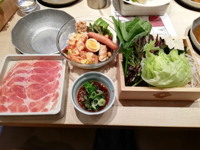本日の注文は「厳選豚しゃぶしゃぶ食べ放題コース」1760円(税込)です。