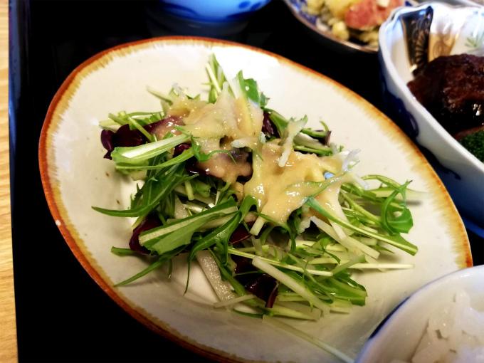 バターピーナッツかぼちゃドレッシングの野菜サラダ