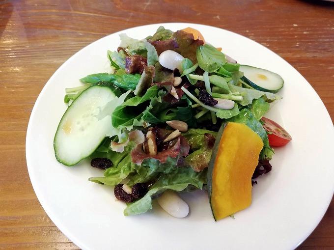 有機・農薬不使用の野菜たっぷりサラダプレート