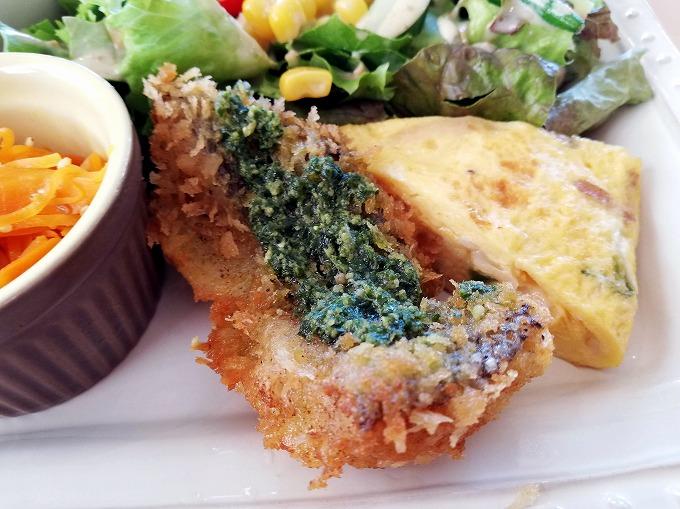白身魚のフライ バジルソース